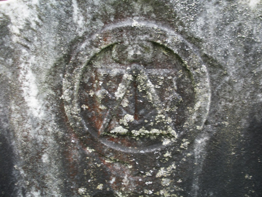 Engraved masons masons everywhere the square and compass on top of an open bible with the all seeing eye above all symbolizing the great architect of the universe overfield cemetery biocorpaavc