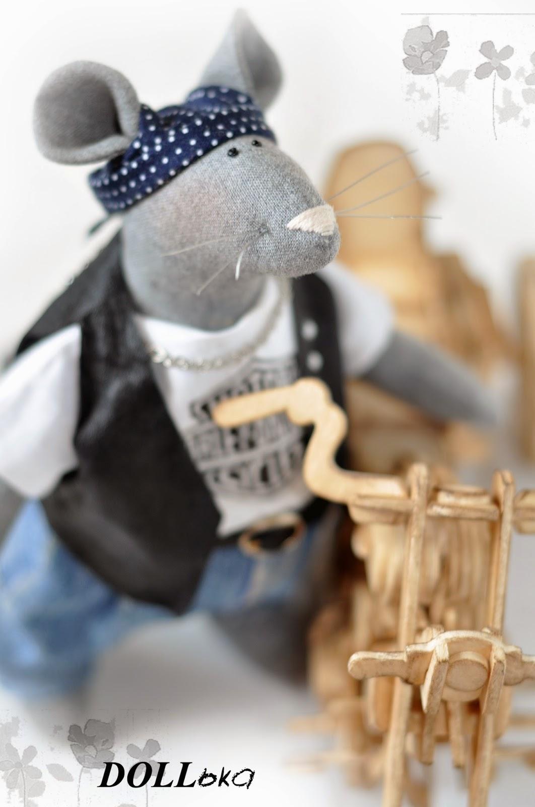 мышонок-байкер