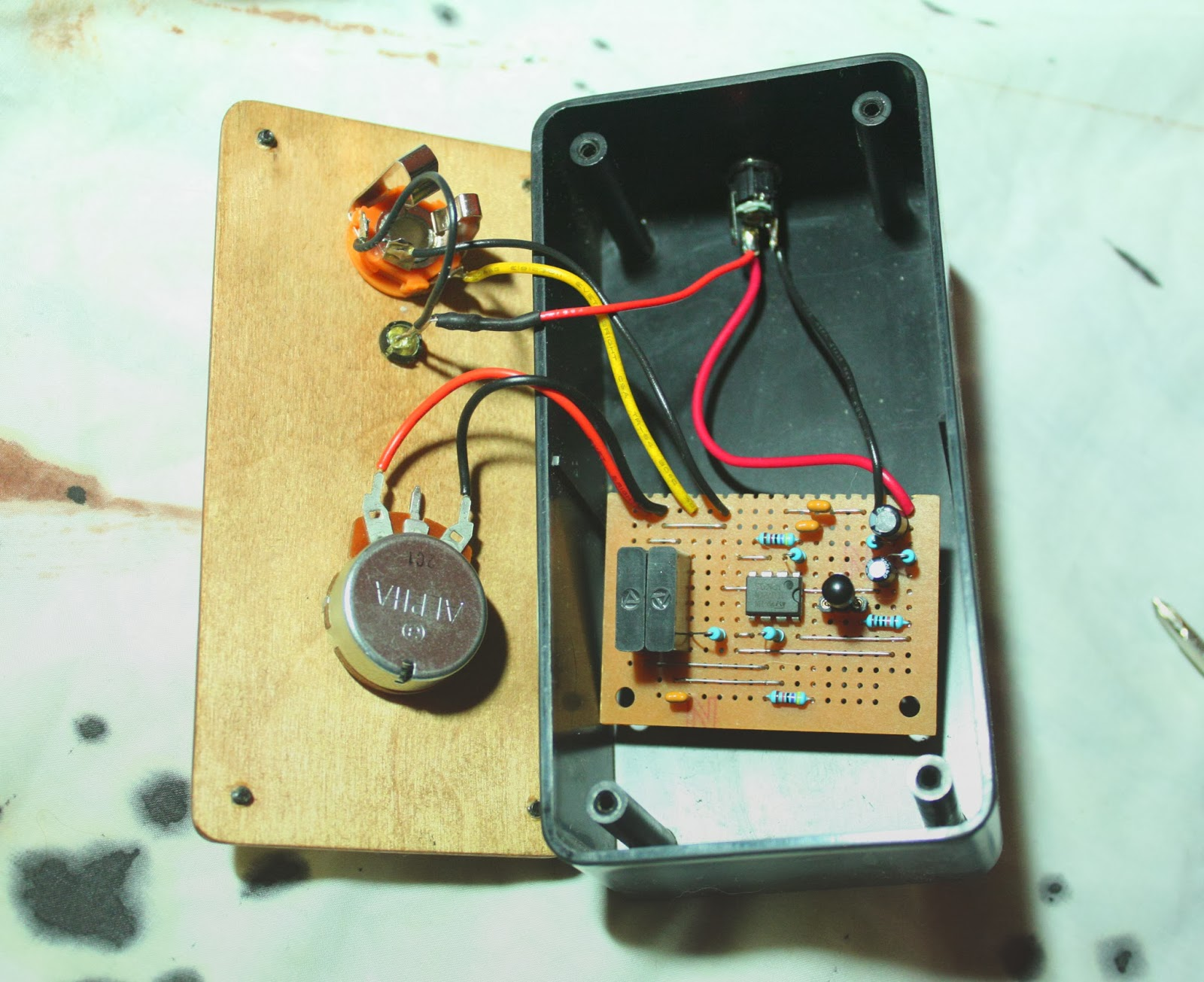 Proto Schlock 2014 Digital White Noise Generator Circuit This Is A Simple Analog Wind Machine Its Essentially With Frequency Control I Found Over At Diystompboxes