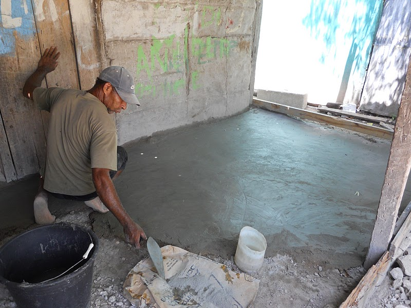 Cambio de piso de tierra por cementos llega a 297 for Nivelar piso de tierra