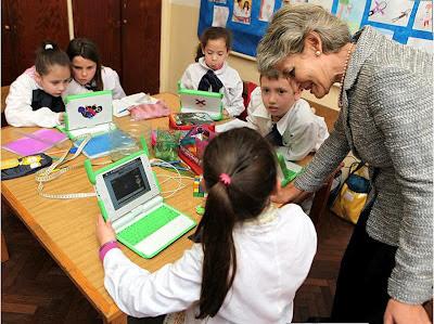Irina Bokova, Directora de la UNESCO conoce el Plan Ceibal
