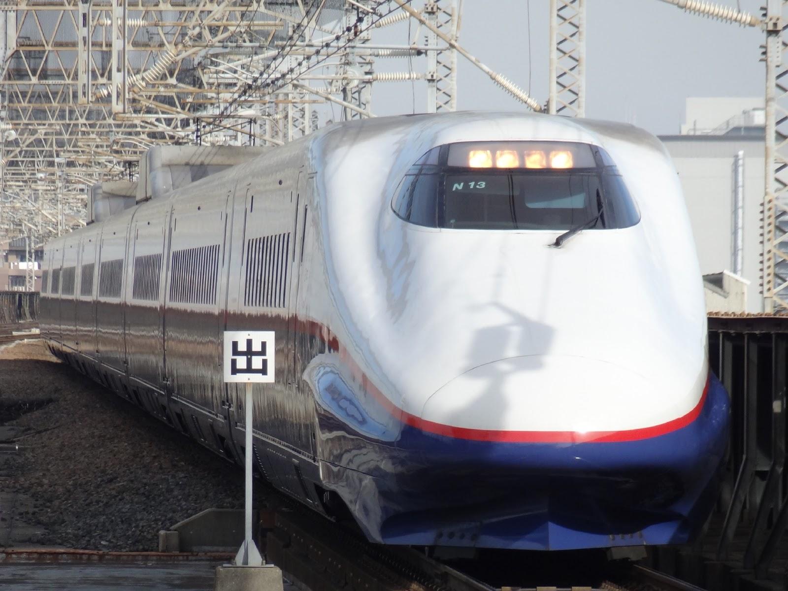 大宮駅に到着する北陸新幹線E2系