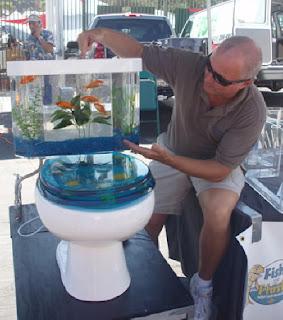 Peixinhos Nadando No Vaso Sanit  Rio  Batizado De Fish   N Flush