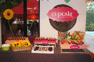 Cupcake festa junina arrumados na mesa