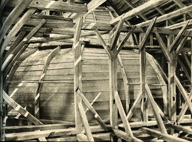 Końskie, Kinsk, Konsk - nieistniejąca bóżnica drewniana z drugiej połowy XVIII. Fot. z książki Marii i Kazimierza Piechotków, Bóżnice drewniane. Więźba dachowa.