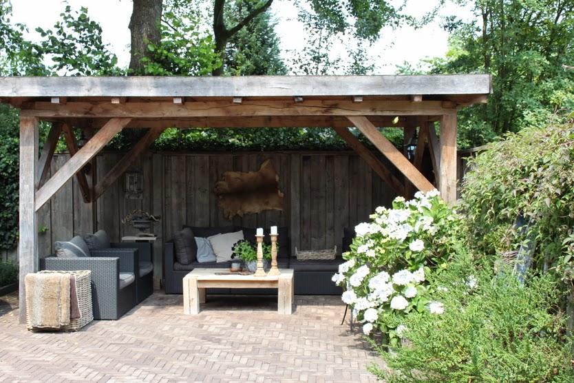 Marktplaats Keuken Recht : De overkapping meet 5 bij 3 meter en is gemaakt van robuust eikenhout