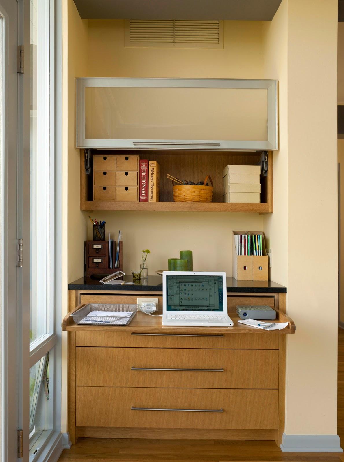 die wohngalerie sachlich elegant eingebauter schreibtisch f rs gelegentliche arbeiten. Black Bedroom Furniture Sets. Home Design Ideas