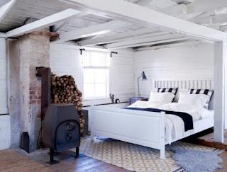 cozy scandinavian bedrooms 43 554x420 Dekorasi kamar tidur untuk cuaca dingin