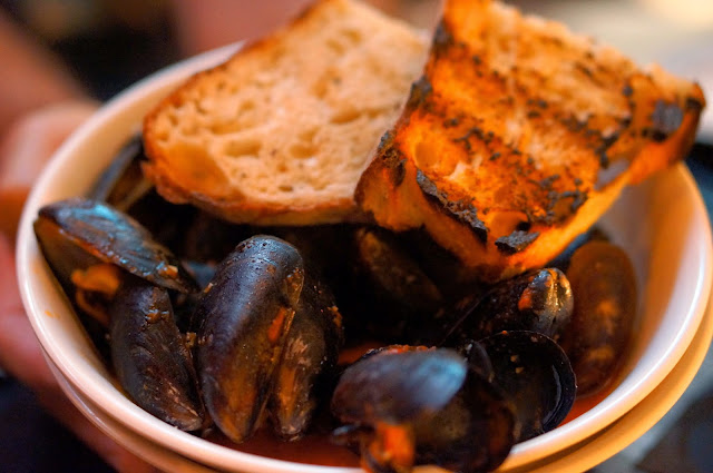 EAST SIDE SHOW ROOM, AUSTIN TEXAS, MUSSLES, SALSA BRAVA, GRILLED SOURDOUGH