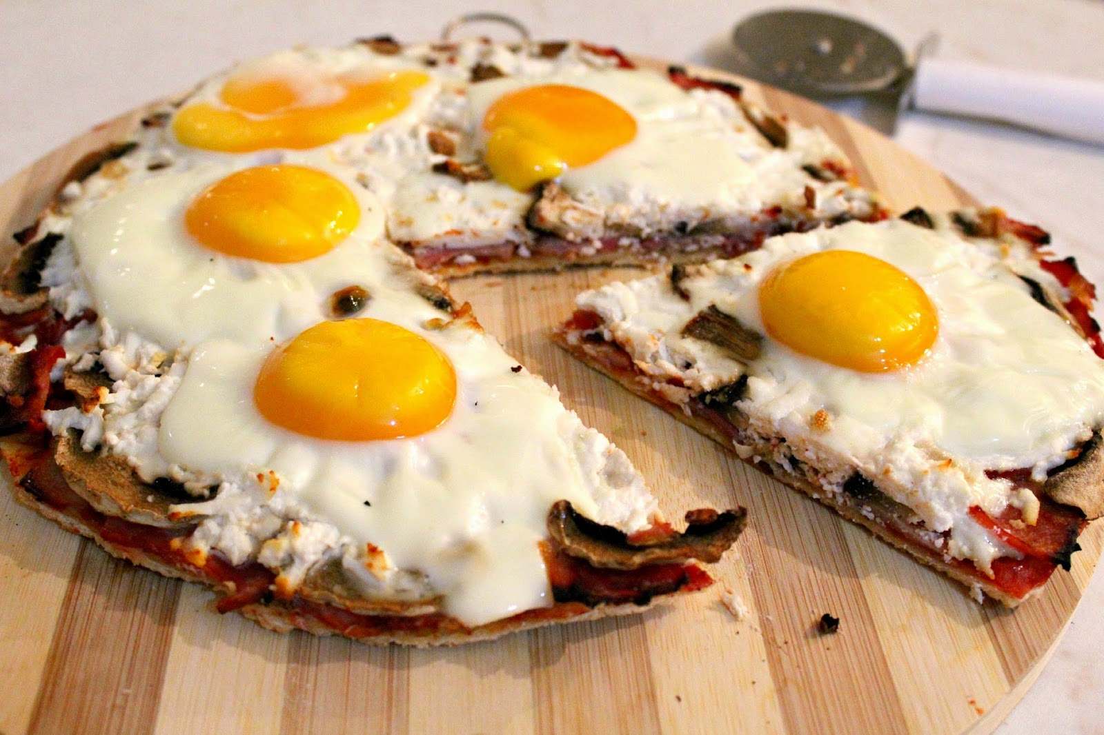 http://theseamanmom.com/breakfast-pizza-recipe-with-eggs-ham-and-cheese/