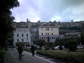 Ciudad alta al fondo Bergamo Italia