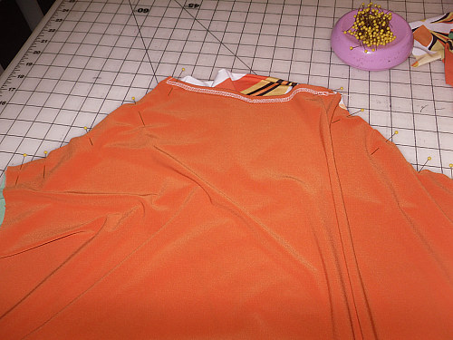 Here are both front sleeve seams pinned together. The two fronts won't