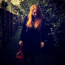 The blogging Girl