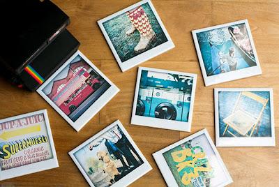 Piastrelle in ceramica con fotografia polaroid riprodotta sulla superficie