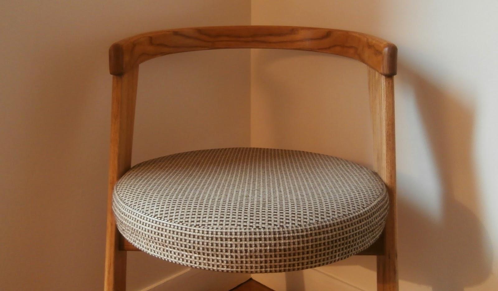 dur e de vie ind termin e chaise allemande en porte faux. Black Bedroom Furniture Sets. Home Design Ideas