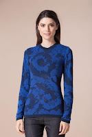 Pulover albastru din vascoza cu imprimeu floral 4273 (Ama Fashion)