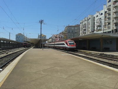 wordless wednesday, train photos, train station, Santa Apolónia, Portugal