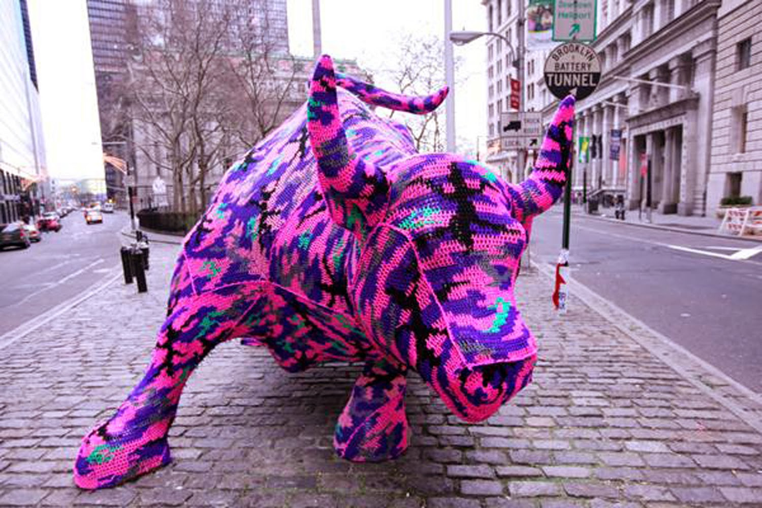 charging-bull-olek-yarn-bombing