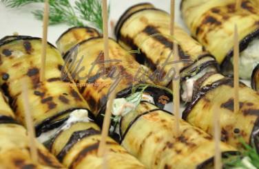 Süzme Yoğurtlu Patlıcan Sarma Tarifi