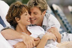 نصائح للمحافظة على العلاقة الزوجية منذ بدايتها - رجل وامرأة سعداء - happy man and woman