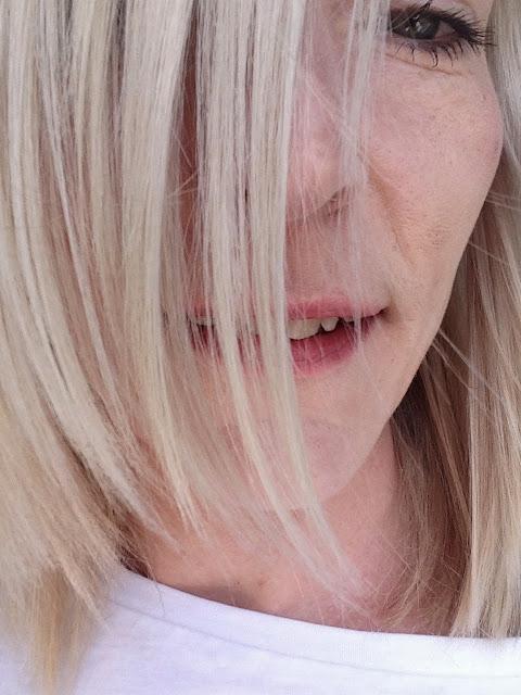 long bob, blond shag cut, qhair, summerhair