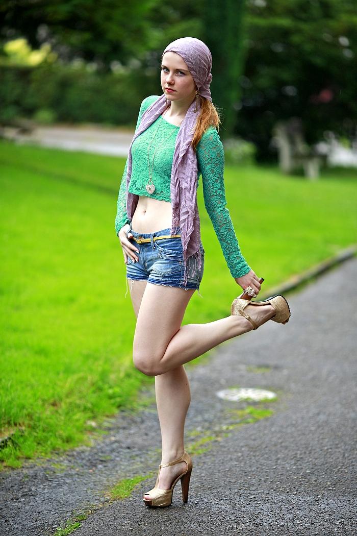 česká módní blogerka, móda v čechách, lace crop top, scarf on the head