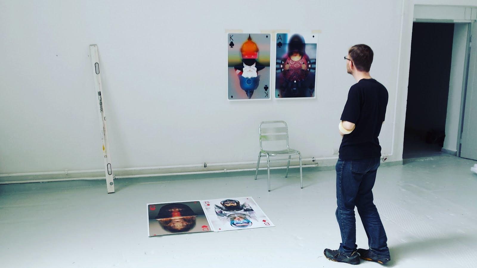 Daniel Grams bei der Installation seiner Arbeiten