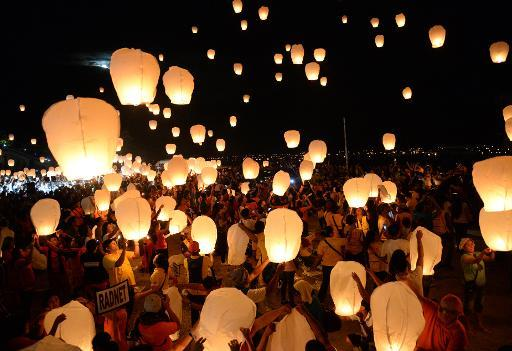 Lacher de lanternes un an après haiyan