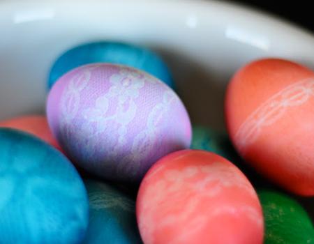 Великденски яйца с щампа дантела