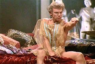 Malcolm McDowell en Calígula
