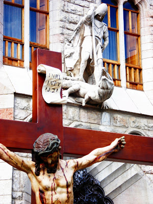 Crucificado de los PP Capuchinos. Procesión Rosario de Pasión. León. Foto G. Márquez.