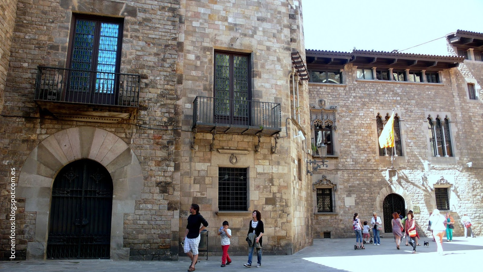 Mi barcelona barrio g tico alrededores de la catedral iv for Inmobiliarias barcelona