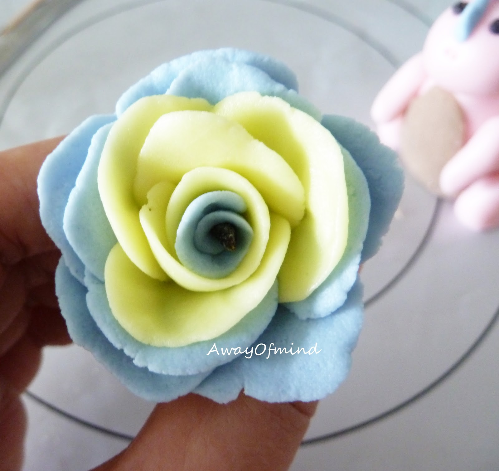 Awayofmind bakery house dinosaur fondant success the leftover fondant make into a flower the blue fondant is mixing the white fondant with blue icing colour lovely blue dhlflorist Image collections