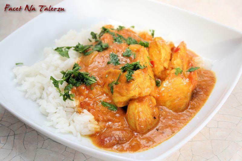Indyjskie Curry Z Kurczaka Bombay Curry Facet Na Talerzu