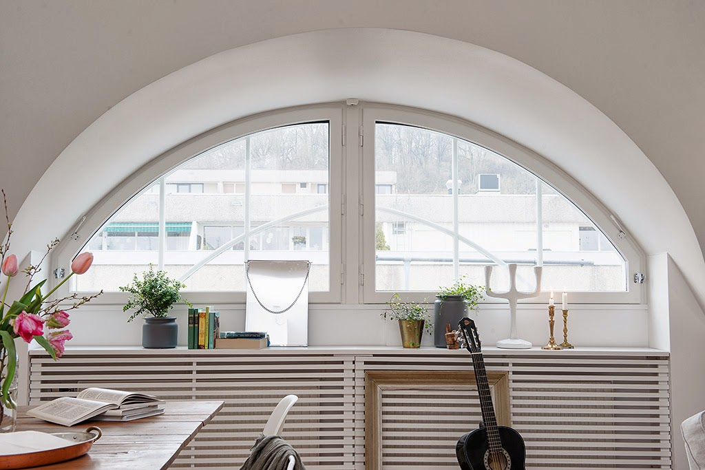 amenajari, interioare, decoratiuni, decor, design interior, mansarda, apartament 3 camere, stil scandinav, plan deschis, living, bucatarie, fereastra rotunda