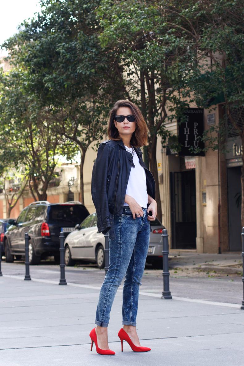 How to wear pinstripe skinny jeans