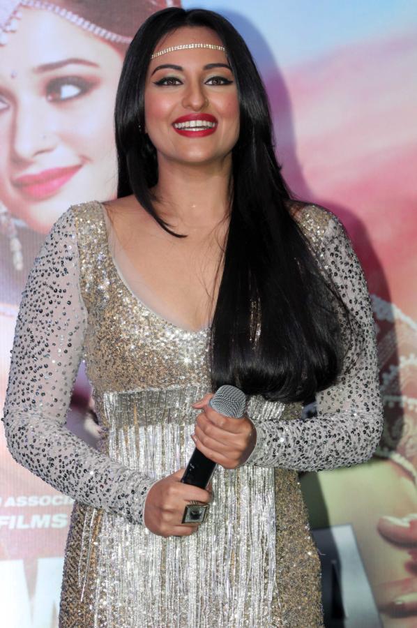 Sonakshi Sinha Launch Item Song of Himmatwala | Tollywoodtv