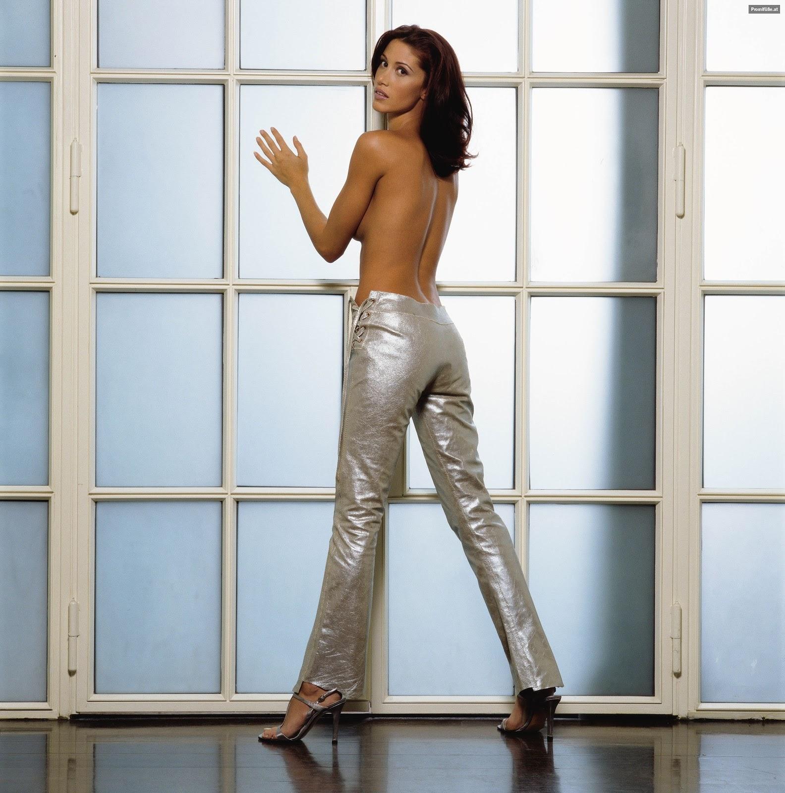 http://1.bp.blogspot.com/-OyyHdKNqAeo/T6dSRkmeMmI/AAAAAAAADpI/DQwdvy65Sk0/s1600/Shannon-Elizabeth-Feet.jpg