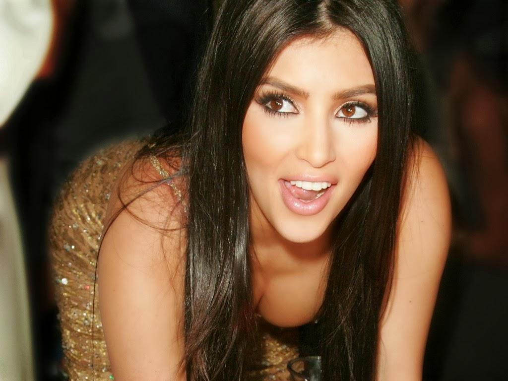 """<img src=""""http://1.bp.blogspot.com/-Oz59aLCVbmw/Ut593Z7ONjI/AAAAAAAAJm0/eXqrqUygbTA/s1600/kim-kardashian-showing-her-boobs.jpeg"""" alt=""""kim kardashian showing her boobs"""" />"""