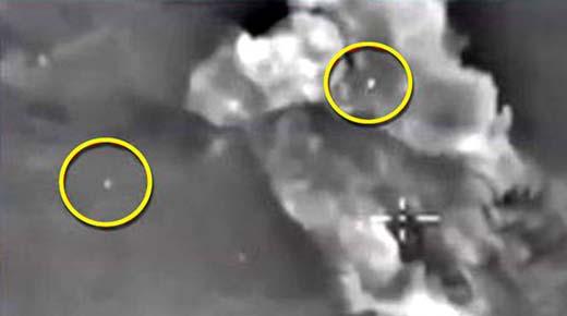 ¿Podría Rusia estar recibiendo ayuda de los OVNIs? Orbes son filmados monitoreando ataque de avion no tripulado ruso en Siria