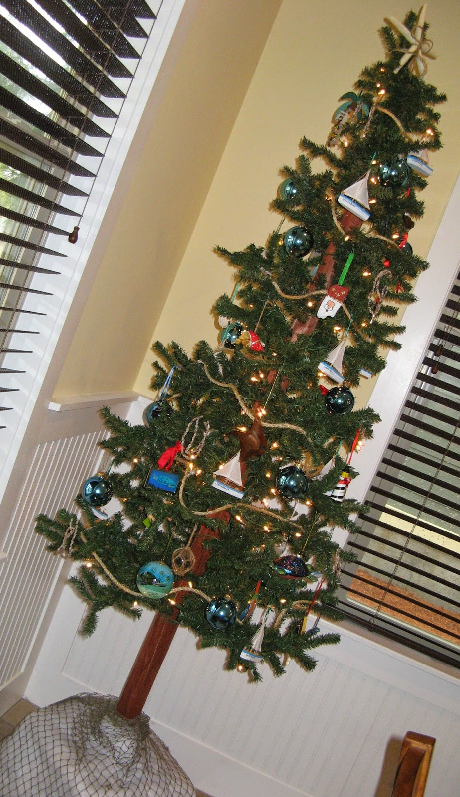 Beach Cottage Christmas - Tree