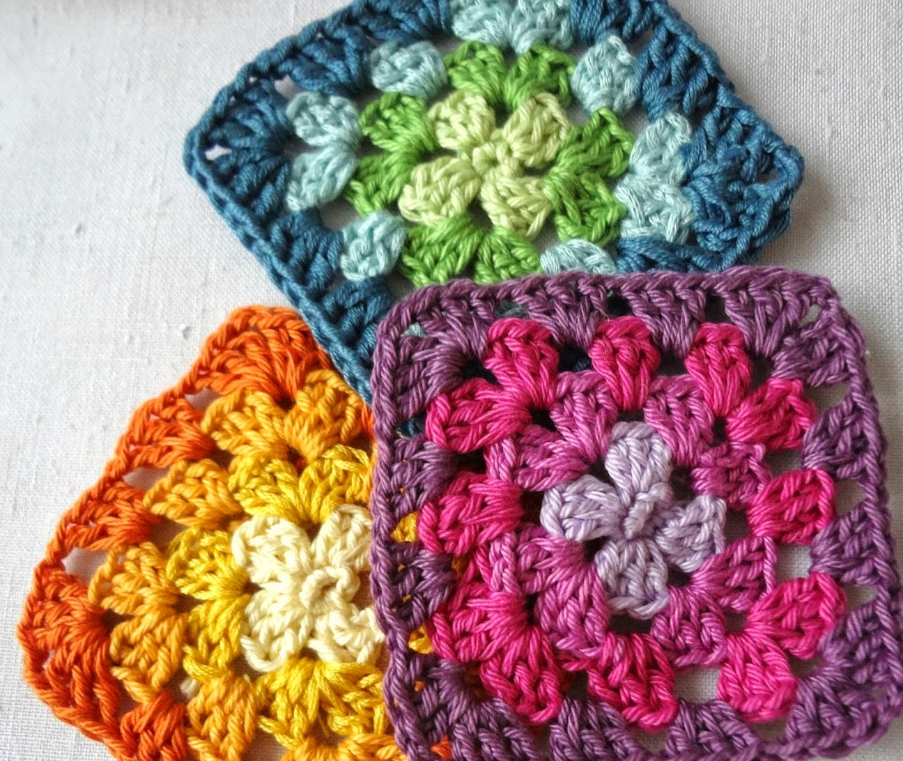 http://thelittletreasures.blogspot.com/2015/01/how-to-read-granny-square-charts.html
