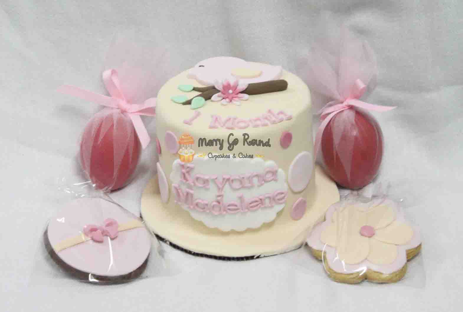 Merry Go Round - Cupcakes & Cakes: Kayana Madelene\'s Baby One Month Pack