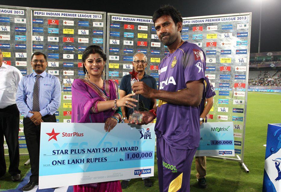 Lakshmipathy-Balaji-Nayi-Soch-Award-KKR-vs-RCB-IPL-2013