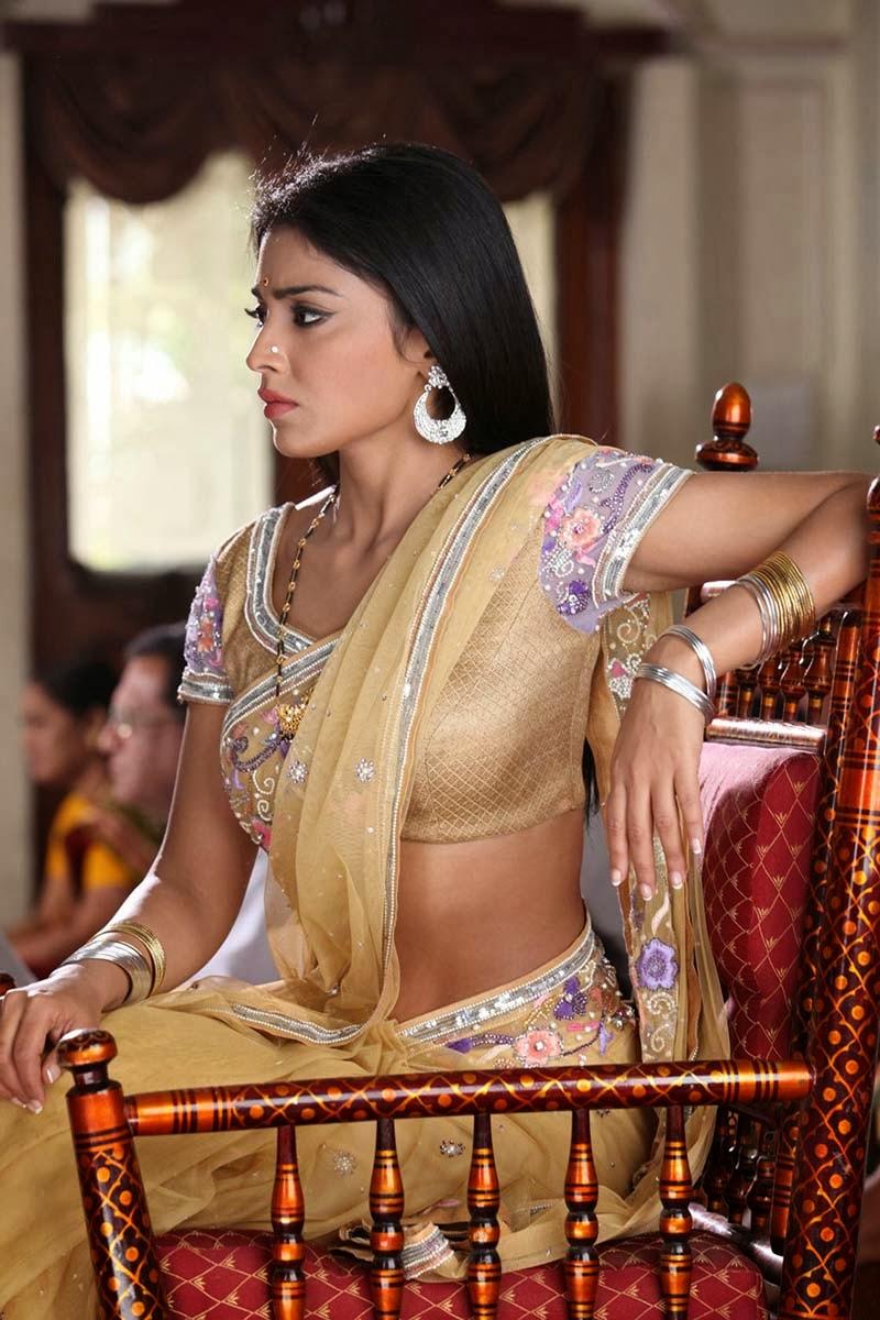 Hot Images: Indian Actress Shriya Saran Hot Photos and Wallpapers