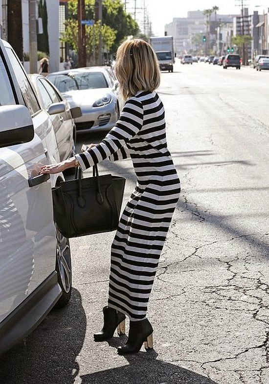 In another effortless elegance, Kristin showed off her taste in a two-line long dress as she was snapped to walk by herself at the street in Los Angeles, CA, USA on Thursday daylight.