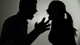 Dialog SMS Pasangan Suami Isteri Bertekak Kerana Pinjaman Bank