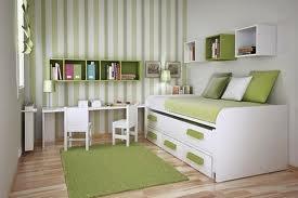 Desain kamar tidur warna hijau putih
