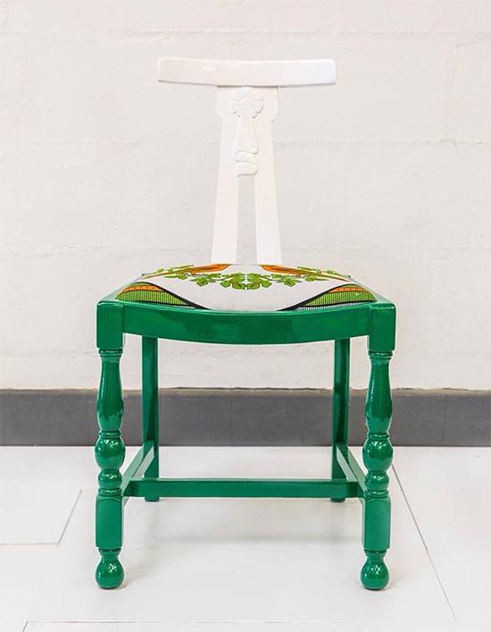 cadeira colorida, cadeira estofada, colorful furniture, Yinka Ilori, upcycling