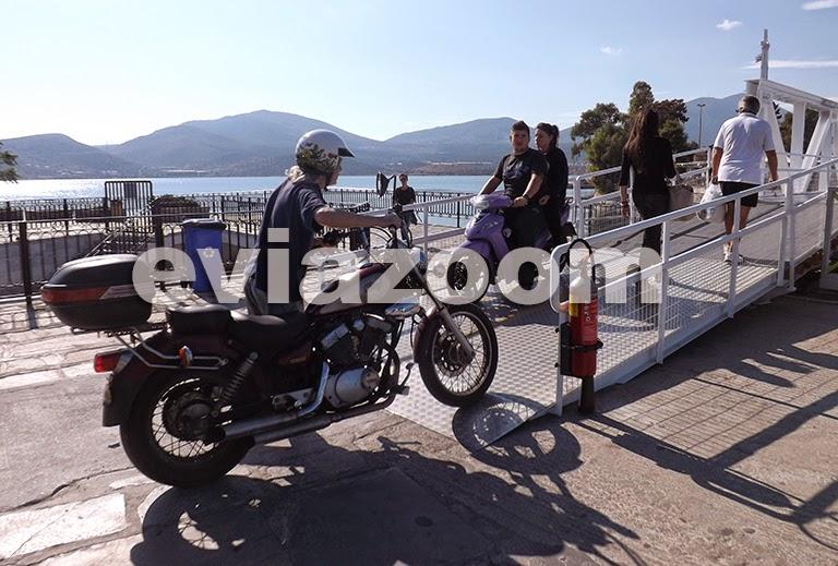 Χαλκίδα: Με σβηστές ...τις μηχανές περνάει την πεζογέφυρα ο Γιάννης Μαραγκός (ΦΩΤΟ)